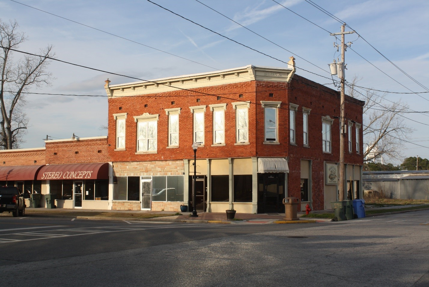 The Tuten Block Building had the Cohen Mercantile Store that was owned by Jesup Mayor S. E. Cohen.
